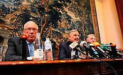 De drie bemiddelaars gisteren op de persconferentie: Raymond Langendries, François-Xavier de Donnea en Karl-Heinz Lambertz: 'We zijn bemiddelaars, geen tovenaars.'Herman Ricour<br>