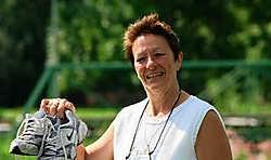 Bernadette Dumez: 'Mijn werk is mijn training. Dagelijks loop hier vele kilometers als het terras vol zit' Eddy Van Ranst