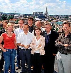 De organisatoren van Marktrock, samen met burgemeester Louis Tobback (SP.A) en dj Zaki.Koen Merens