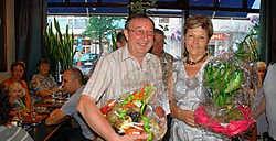 HALLE Staaf en Yolande Boon staan 25 jaar achter de toog van café Monico op de Beestenmarkt. Ze gaven een feestje voor hun trouwe klanten. 'Ik heb het café in 1983 overgenomen en heringericht. Het was in de tijd dat een pintje 17 frank kostte', lacht Staa
