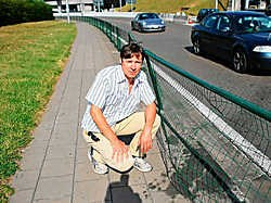 Erik Detemmerman bij één van de stukgereden afsluitingen op de weg naar de luchthaven van Zaventem. Koen Merens<br>