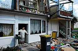 Het huisje van Fernand Botquin, waar hij met zijn bejaarde moeder woont, is rijp voor de sloop.Pol De Wilde <br>