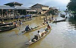 Ondanks belangrijke staatsinkomsten uit hydro-energie en gas leven de meeste Myanmarezen in armoede.hollandse hoogte<br>