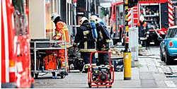 Gasmaatschappij Eandis en de brandweer lieten speciale afzuigmachines aanrukken om het pand te verluchten. Koen Fasseur<br>