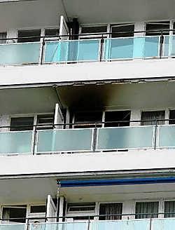 Na een felle keukenbrand op de elfde verdieping, moest een deel van het appartementsgebouw ontruimd worden. Hendrik De Rycke<br>
