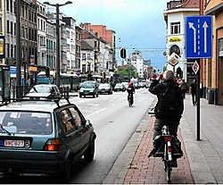 De aanpassingswerken in de Gemeentestraat, in eerste instantie ten bate van fietsers en voetgangers, hadden normaal gisteren moeten beginnen. Maar op het eerste uitstel een week geleden volgde nu ook een tweede.Koen Fasseur<br>