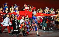Zhang Yimou regisseerde de openingsceremonie als één van zijn geroemde geësthetiseerde spektakelfilms. rtr