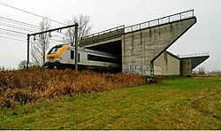 Een van de bruggen over de spoorweg in Varsenare die zullen worden afgebroken. Michel Vanneuville<br>