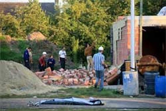 Twee doden bij ingestorte muur in Genk