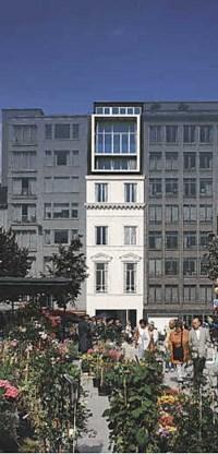Monumentenzorg eist dat de oorspronkelijke gevel (kleine foto) behouden blijft, en dat de toevoeging bovenaan modern wordt ingevuld. De glazen doos linkt de 21ste eeuw aan de Kouter van weleer.ingezonden foto's