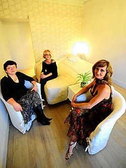 Marleen, Mercedes en Monique Stichelbaut hebben hun bed &amp; breakfast smaakvol ingericht. Florian Van Eenoo<br>