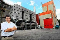 Directeur Wim Van den Berghe belooft dat de geurhinder in Bavegem binnenkort verleden tijd is. Hendrik De Rycke<br>