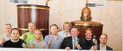 Het vernieuwde comité presenteerde het programma van de kermis in jeneverstokerij Filiers. Guy Van Den Bossche