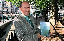 'In dit boek staan gedichten over mijn emoties en verlangens uit die jaren', zegt Jan Van Beneden. gia<br>