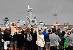 De Leopold I is gisteren vanuit Zeebrugge vertrokken naar Libanon. Het fregat moet voor de Libanese kust wapensmokkel tegengaan. Het heeft 145 bemanningsleden en wordt op 19 december terugverwacht.Michel Vanneuville