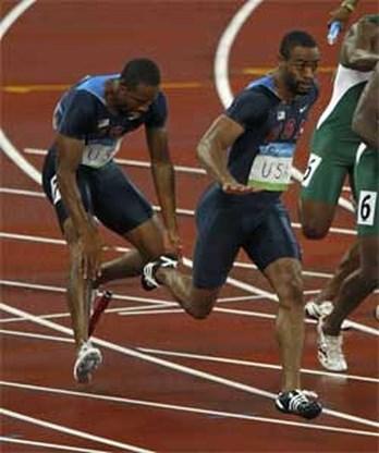 OS Atletiek: Amerikaanse mannen uitgeschakeld op 4x100