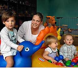 Cindy Van Langenhove opent maandag de minicrèche De Kleine Dolfijntjes. Er kunnen acht kindjes terecht. Paul De Malsche