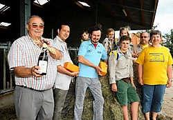 De scouts van Sint-Lutgardis presenteren een nieuw kaasje van de zuivelhoeve Keymeulen, gerijpt in bier. Ze presenteren er een even exclusief biertje bij: Gastoneke. Hendrik De Rycke
