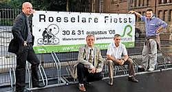 Vlnr. sportschepen José Debels, sportraadvoorzitter Noël De Meyere, sportfunctionaris Frans Mulier en Björn Leenknegt van de werkgroep Roeselare Fietst.Stefaan Beel