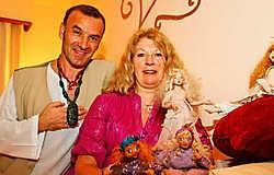 Poppen bepalen het leven van het artistieke koppel Mady en Herbert.Koen Merens