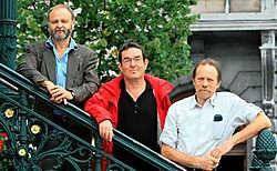Dertig jaar geleden stichtten Jan Veys, Robert Bourgoignie en Peter Waterschoot de voetbalploeg Red Star Sluizeken. Gianni Barbieux<br>