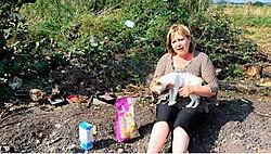 Patricia Vernaeve komt nog steeds de katten voederen, die rondzwerven op het Zandeken. Gianni Barbieux<br>