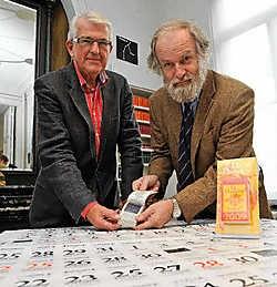 Gerard Bodifée (rechts) leverde Luc Strobbe (links) weetjes over de sterren voor de nieuwe Druivelaar.Frank Meurisse<br>