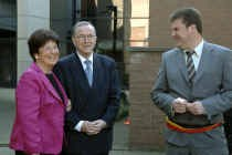 De Lokerse burgemeester Filip Anthuenis (Open VLD), die het huwelijk voltrok, hield de huwelijksplannen van Wilfried Martens en Miet Smet zes weken geheim.