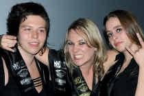 Miss Metal Adinda Vetsuypens tussen haar eredames Elice van de Vel en Lynn Formesyn.