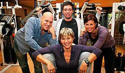 Wendy, Pascal, Gregory en Sophie vieren de vijfde verjaardag van Fizix.<br> Peter Maenhoudt<br>