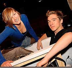 Simon D'Huyvetter en Eva Binon spelen broer en zus in de nieuwe voorstelling 'Twee'. Michel Vanneuville<br>