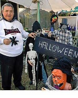 Het huis van Dis Van Audenaerde is een vaste halte op heel wat Halloweentochten.Paul De Malsche