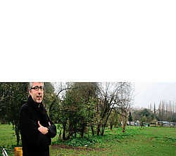 Architect en projectcoördinator Werner Wouters op de Eksterlaer-site in Deurne-Zuid waar straks de nieuwe woonwijk, met 533woningen, moet komen. Al bestaat er nog altijd felle oppositie tegen de plannen.Koen Fasseur<br>