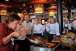 Jamie Oliver aan het werk: iets van een goeroe.Ronald Bakker<br>