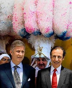 Prins Filip (l.) voor het Belgische paviljoen op de Wereldtentoonstelling van Zaragoza in juli. Naast hem organisator Emilio Fernandez Castano.epa<br>