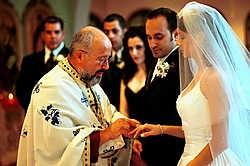 7.775 geplande huwelijken zijn vorig jaar in België onderzocht als mogelijk schijnhuwelijk. In de schrijnendste gevallen wordt een van de partners misbruikt en dient het huwelijk als val om aan verblijfspapieren te geraken. Clement, Rene<br>