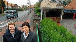 Bea Van Britsom (links) en Nadine Amelinckx willen graag het eenrichtingsverkeer behouden. Paul De Malsche