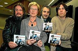 Roel Vanaken, Paul Pans, Georgette Jooken (zangkoor Wijer) en Roland Croquet van de groep Triple C. Gert Devocht