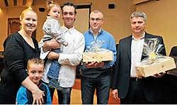 Cindy Vandenhende, Kiandro, Kaythana en Pedro Verstraete zijn Jürgen Beernaert en Stephan Christiaens (vlnr) uiterst dankbaar voor hun heldenmoed.Frank Meurisse<br>