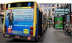 Wie weet zien we de anti-Godbood-<br>schap binnenkort ook op deze bussen.<br>Herman Ricour<br>