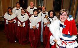 De Oude Garde Aalst biedt alle Aalsterse verenigingen de kans om een beeldje van Dirk Martens aan te kleden met hun eigen uniform. Carol Verstraete