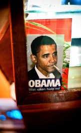 Een foto van Barack Obama aan het loket van coffeeshop Sahara.
