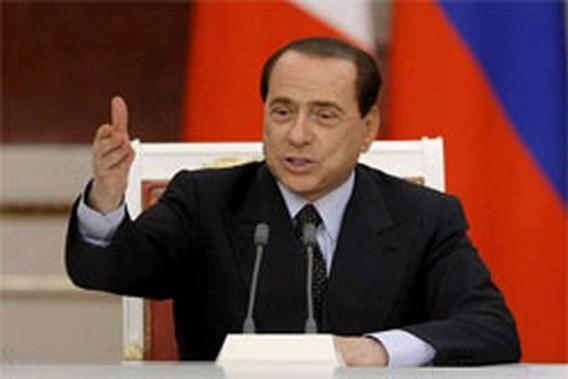 Berlusconi wenst 'bruingebrande' Obama veel succes