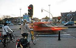 De verkeerslichten kunnen voetgangers en fietsers in de war brengen aan de Tervuursepoort.Foto Koen Merens