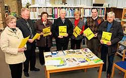 Senioren kunnen een enquêteformulier over hun leesgedrag en -wensen onder meer halen in de bibliotheek in Wijtschate. Bart Vandenbroucke