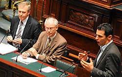 Jean-Marc Nollet (rechts): 'U probeert de geschiedenis te herschrijven om uw leugens beter te verbergen'. belga<br>