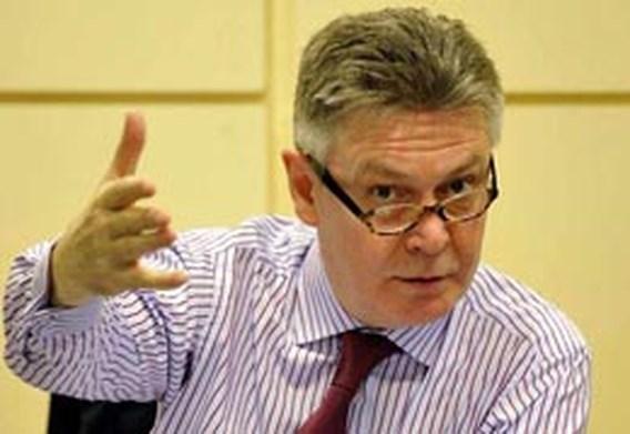De Gucht blijft pleiten voor EU-overbruggingsmacht in Congo