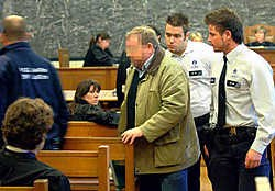 Terwijl hij in de rechtszaal wachtte tot zijn zaak zou opgeroepen worden, werd Etienne Bert door de politie opgepakt.David Stockman