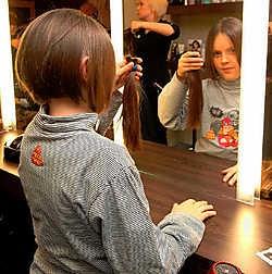 De achtjarige Amber schenkt haar paardenstaart aan de Stichting tegen Kanker. Michel Vanneuville<br>