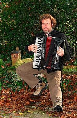 Voor het muzikale gedeelte koos Yves Bondue een aantal klassiekers van onze eigen 'barden'. <br>Bart Vandenbroucke